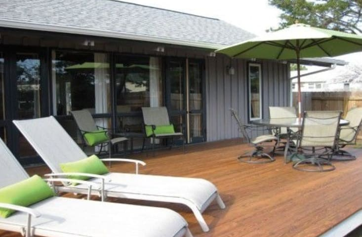 Cozy, chic, steps from the beach! - Dewey Beach - 단독주택