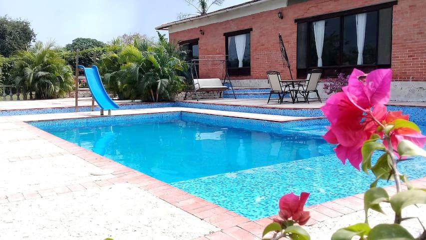 COUNTRY HOUSE WITH POOL NEAR CARTAGENA, COLOMBIA. - Cartagena - Villa