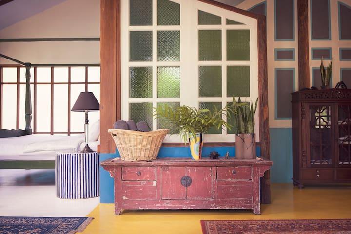 Ruang Tawan Hideaway Blue House