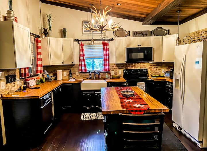 Charming, private cabin minutes from Lake Fork