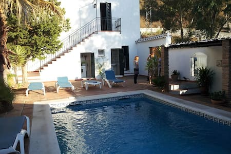 Superb villa in old fashion style - Cómpeta
