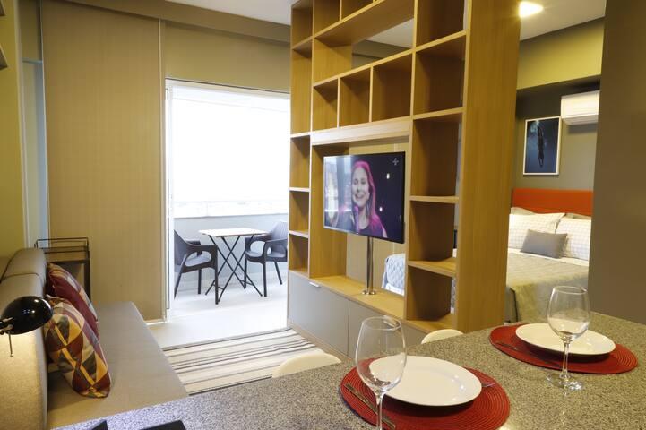 Cozinha, sala e quarto