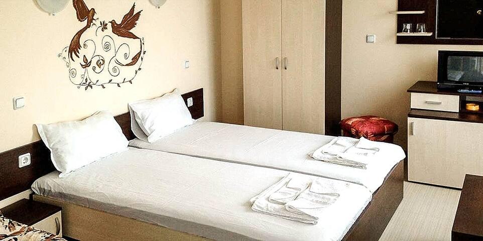 New listing! Double Room with Garden - Primorsko - Bed & Breakfast