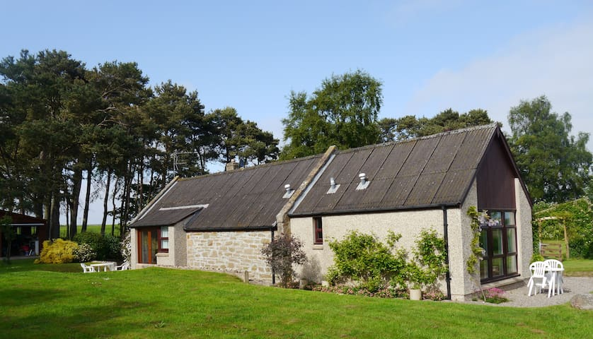 Gable Cottage in a tranquil setting - Duffus - Huis