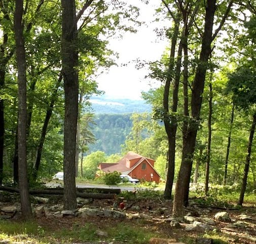 2 BR,Vacation cabin, beautiful view & peaceful.