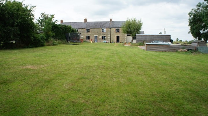 Secluded farmhouse with stunning views & big gdn