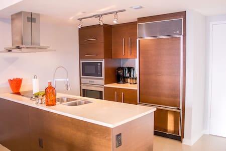 LUXURY 1 Bedroom w/GREAT VIEWS @ The W Miami ICON - Miami - Apartment