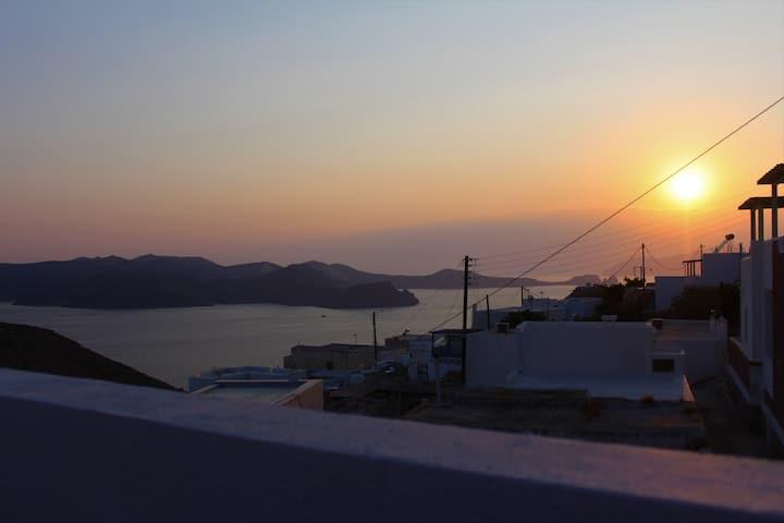 """""""Ianthini"""" Milos sea view houses in Trypiti"""