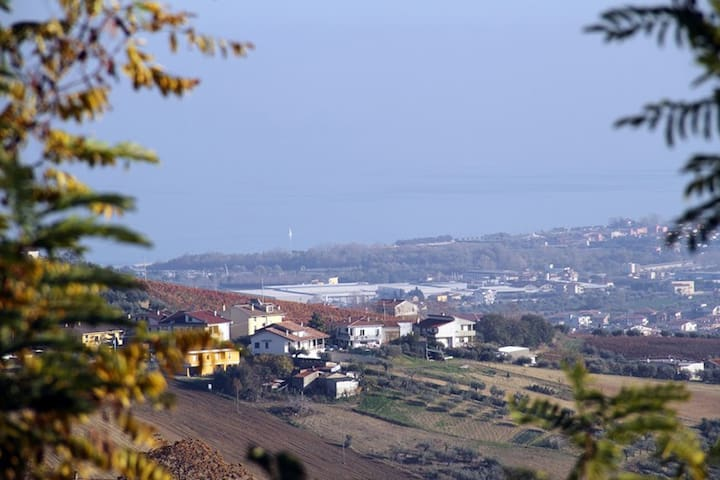 Abruzzo: Farm Studio flat with Sea View