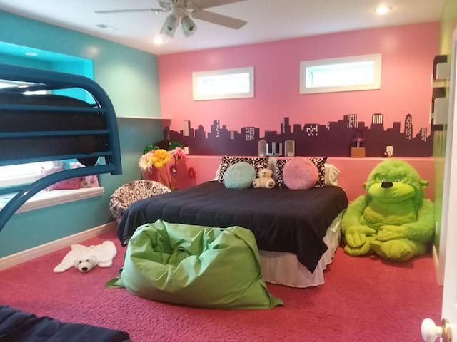 2nd bedroom with King bed, futon with twin bunk. Sunglasses suggested with this room.....