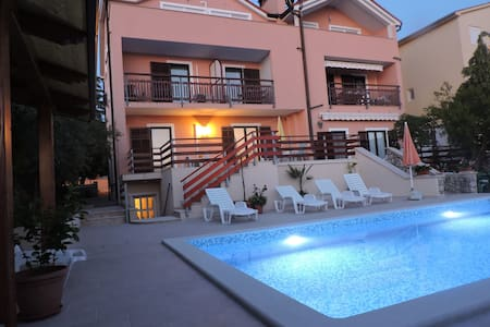 Pension Berat/Zimmer Nr. 3 mit Pool, Klima, Intrn - Peroj - Villa