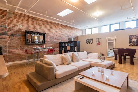 Best Location Old Montreal Loft - Montreal