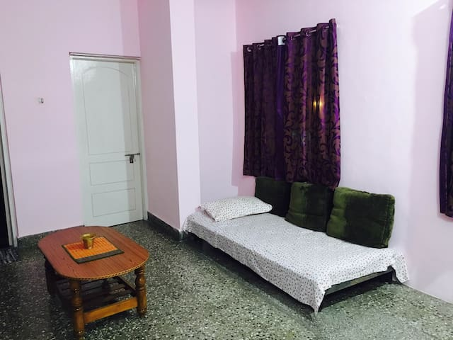 Private room & kitchen-great transport - Bengaluru - House