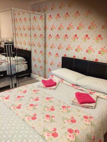 Quiet comfortable double room in rural oxfordshire