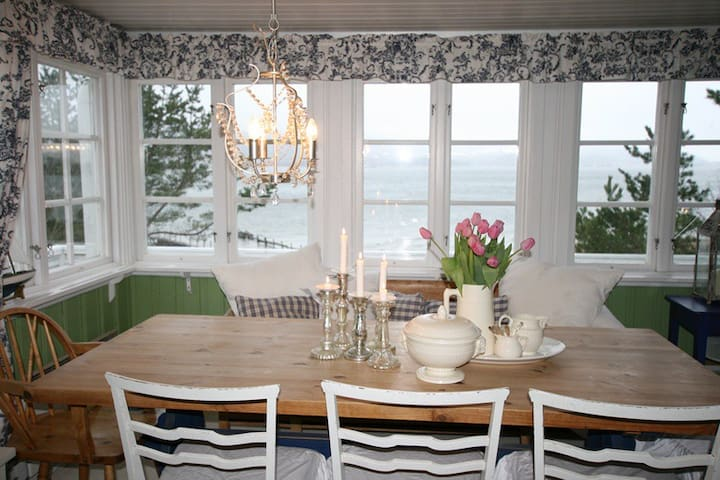 Very cozy summerhouse by at the beach of fjord