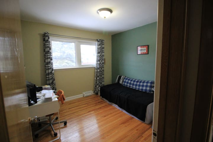 East Kildonan Room for One - Winnipeg - Huis