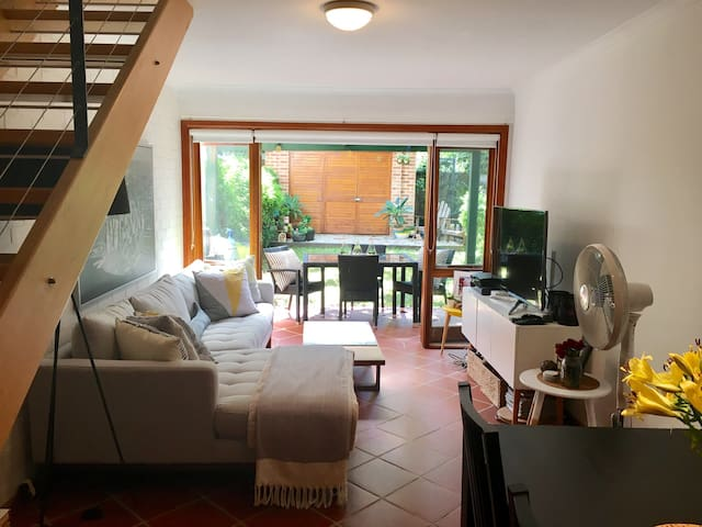 Cute, quiet house close to Newtown - Enmore - Huis