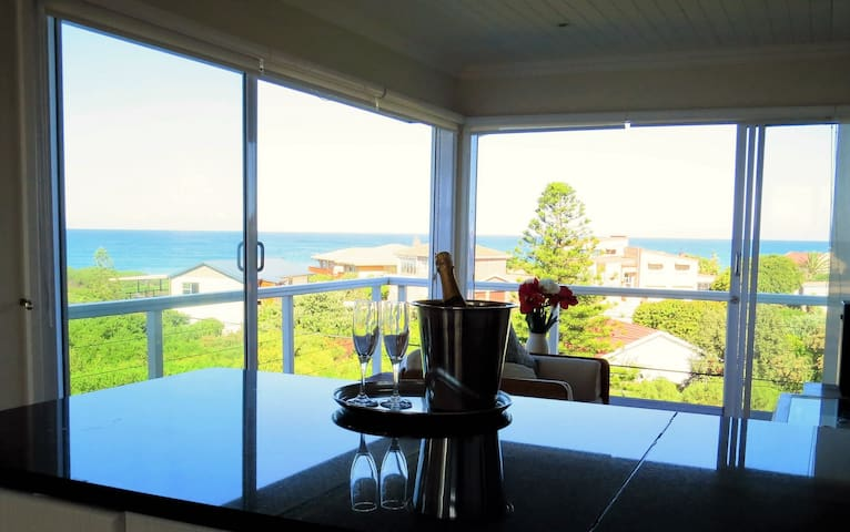 Well-appointed apartment with stunning sea views