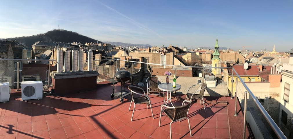 Rooftop View Apartment