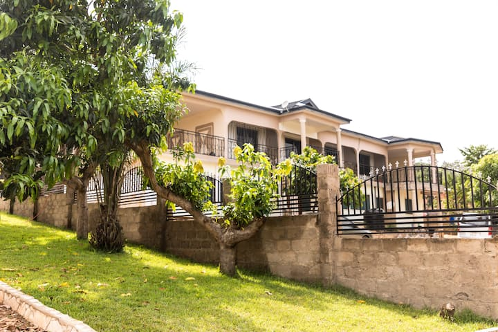 Gorgeous home; 2Br, 2B; near Scenic Akosombo