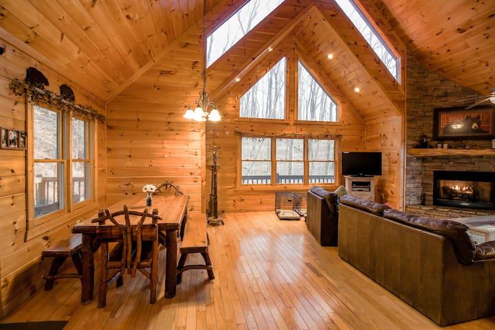 Black Bear Lodge - First Class Mtn Top Cabin - Blue Ridge - Blockhütte