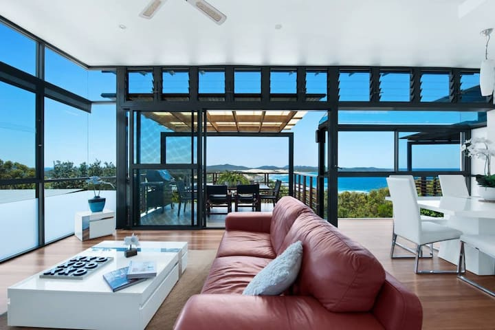 ☀ONE MILE RETREAT❤️- Stunning Beach House!