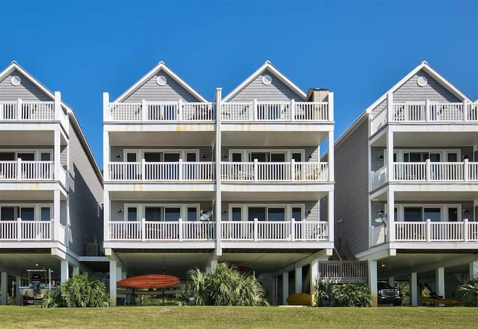 A-ROO-BA is a beautiful condo with everything you will need to have a spectacula