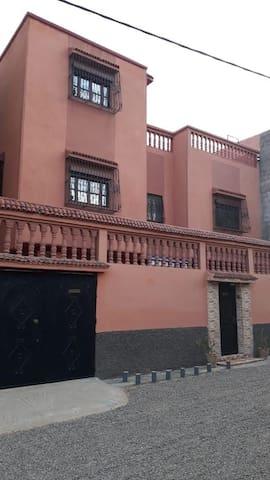 Très  belle  maison a Marrakech  avec voiture