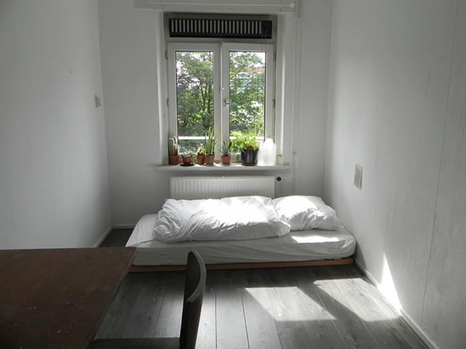 Minimalist white room wohnungen zur miete in amsterdam for Minimalist werden