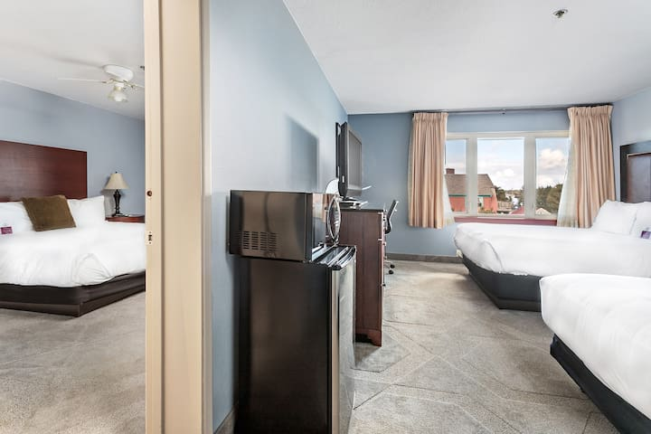 1bdrm suite -2 blks from the beach - POOL