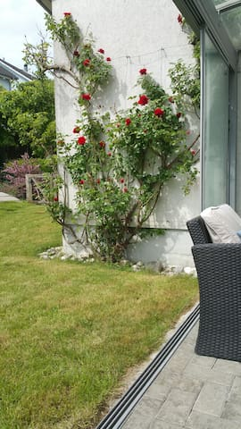 Private room with 2 beds close to Zurich & Baden - Würenlos - Rumah