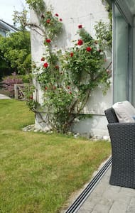 Private room with 2 beds close to Zurich & Baden - Würenlos - 独立屋