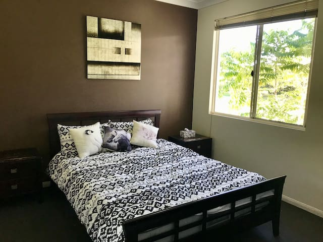 Spence Apartment  Private Bathroom Cairns Central