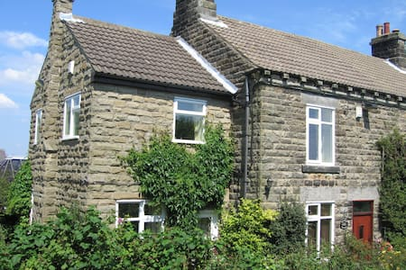Columbine Cottage in Ashover, near Chesterfield - Alton