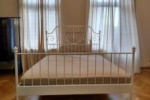 Großes Zimmer in alter Villa 2