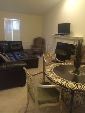 1 bedroom condo in east end - Louisville - Appartement