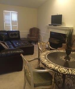 1 bedroom condo in east end - Луисвилль