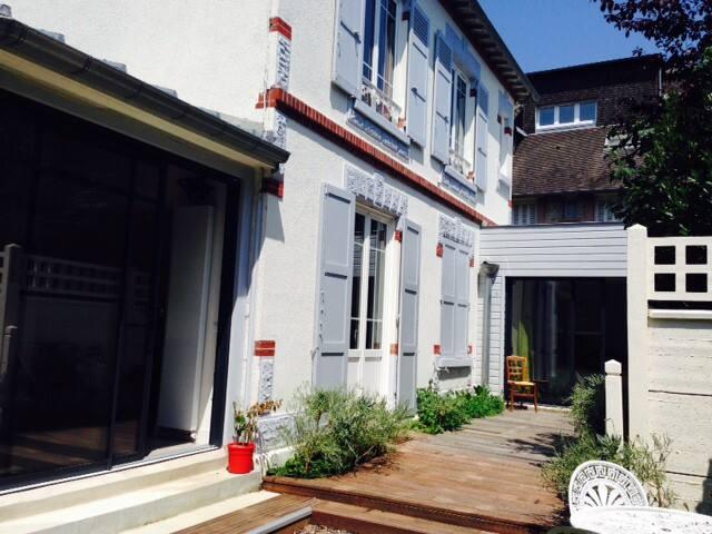 Maison proche centre et mer - Houlgate - Дом