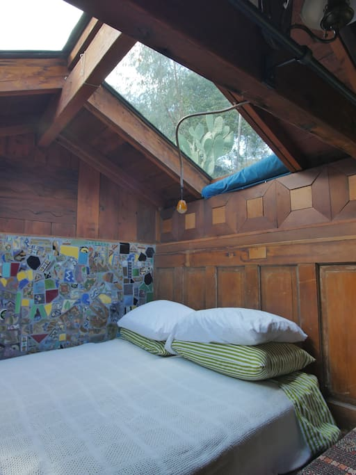 Skylights above the bed for night views.