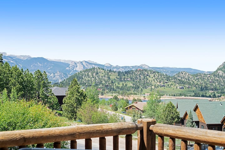 Horsetooth Peak 26C - 1 Br condo with jetted bathtub, Marys Lake and mountain views!