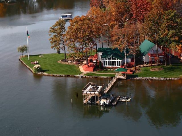 Bear Creek Lakehouse on the Point, Sleeps20