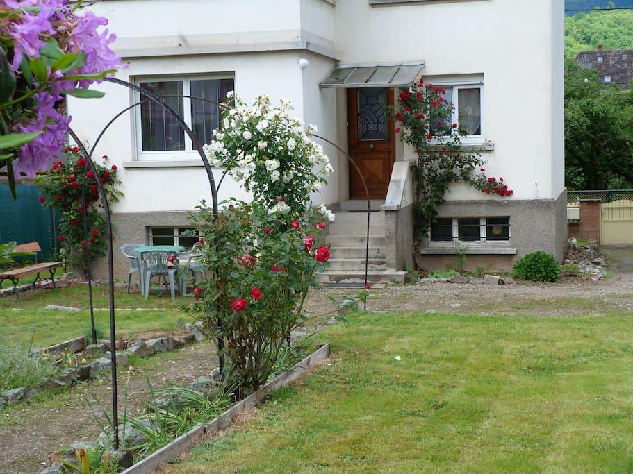 Extérieur, jardin clos, partie parking