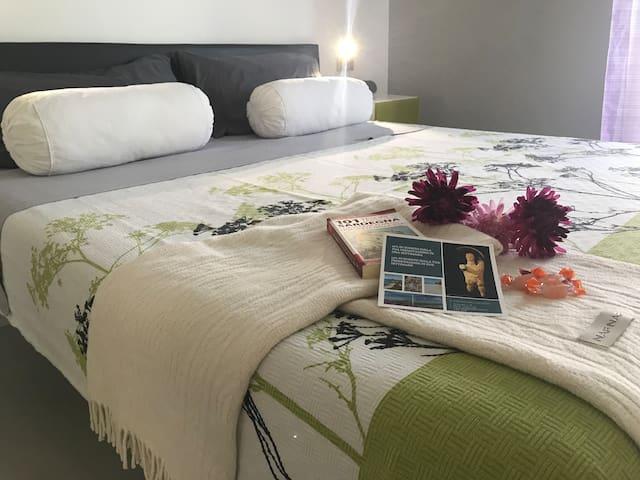 Vuoi passare sonni tranquilli durante la tua vacanza? Da noi puoi! Comodi materassi e soffici cuscini ti attendono. Cosa aspetti? Prenota :)