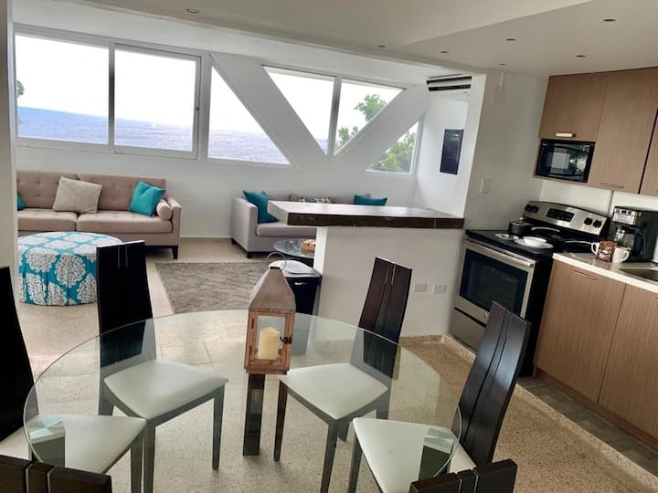 2B/3bath Apartment with full kitchen & Living Room