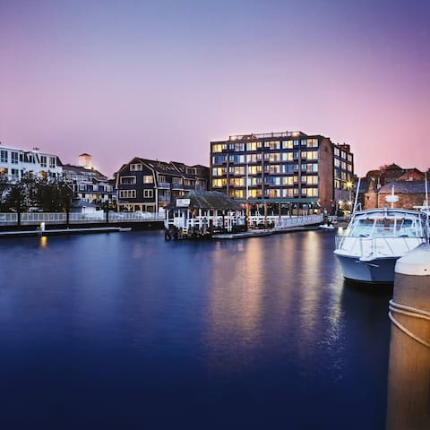 Inn on the Harbor- 1 bedroom sleeps 4
