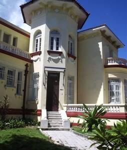 Casa Señorial en La Habana IV - La Habana