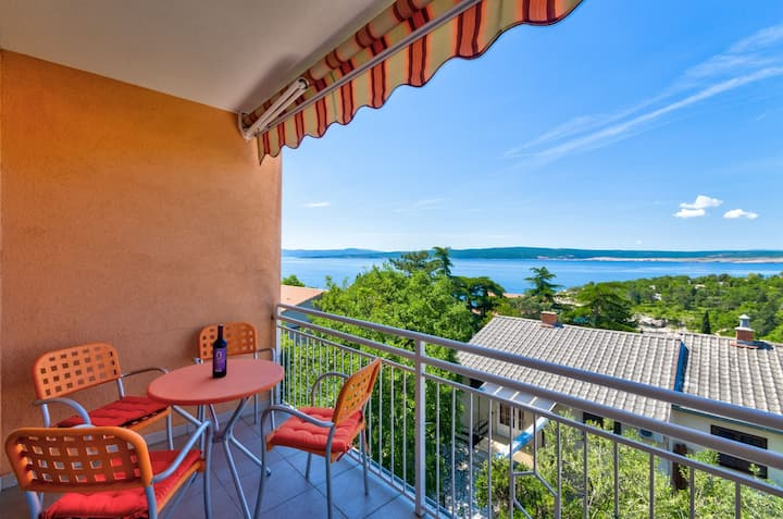 Apartment for 2 near the sea with Wifi,Sat TV...