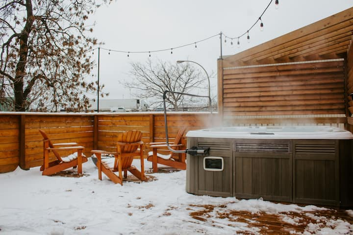 Hot tub & fire pit - brand new apartment