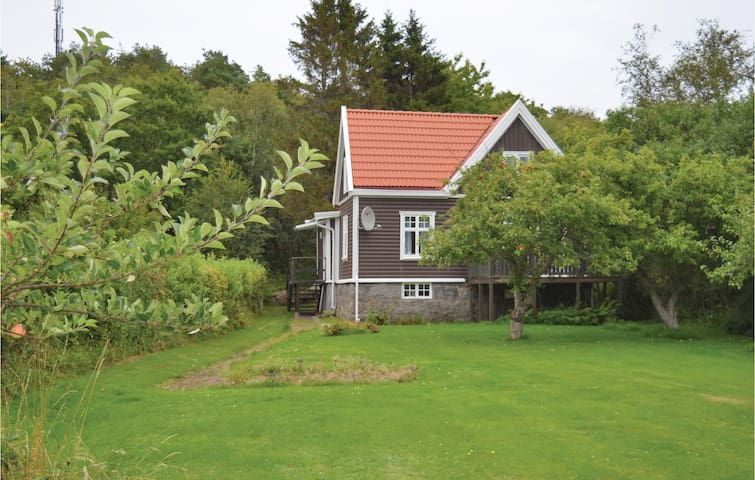 Holiday cottage with 2 bedrooms on 96 m² in Särö