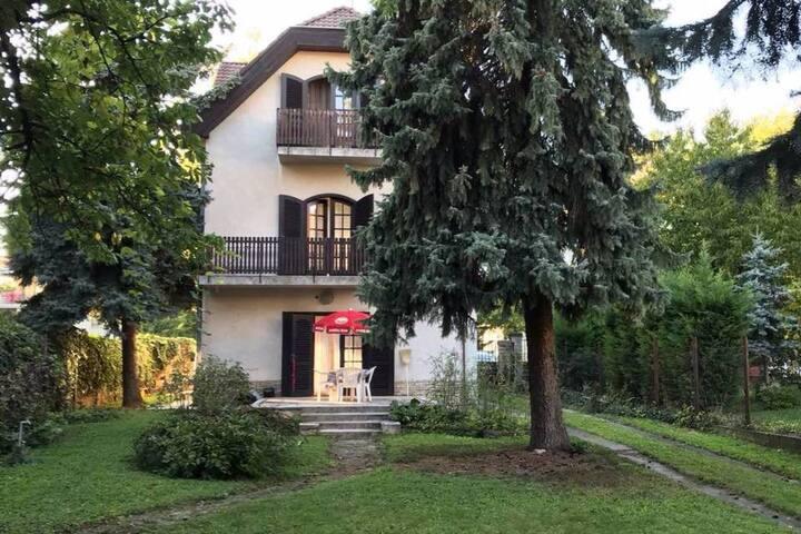 ♥ 3 FLOOR ♥ house with garden near Örs vezér tere
